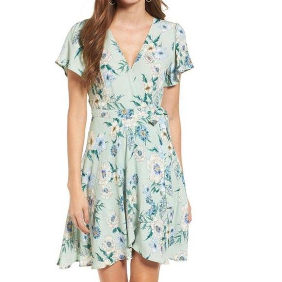 45aa9a985e4 Astr Dresses & Skirts - Astr Mint Floral Flutter Sleeve Wrap Dress